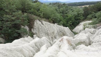 The rhyolitic tuff of Kazár